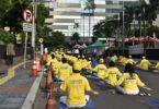 Berlatih meditasi Falun Dafa di Jalan Sunda/Thamrin pada Minggu pagi (12/5) (Foto: Metta/NTD Indonesia)