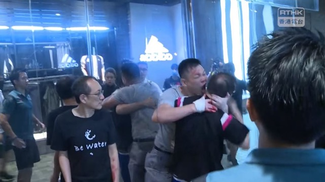 Pria Pembacok Hong Kong (Foto: Screenshot RTHK)