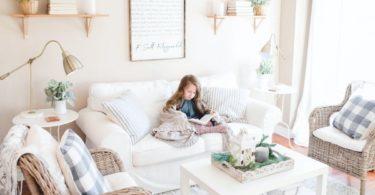 Ruang keluarga (Paige Cody @ Unsplash)
