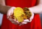 Uang (Sharon Mc Cutcheon @ Unsplash)