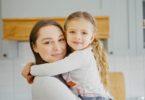 Ibu dan putrinya (Screenshot @ Storyblocks)
