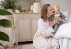 Ibu dan bayi (Yan Krukov @ Pexels)