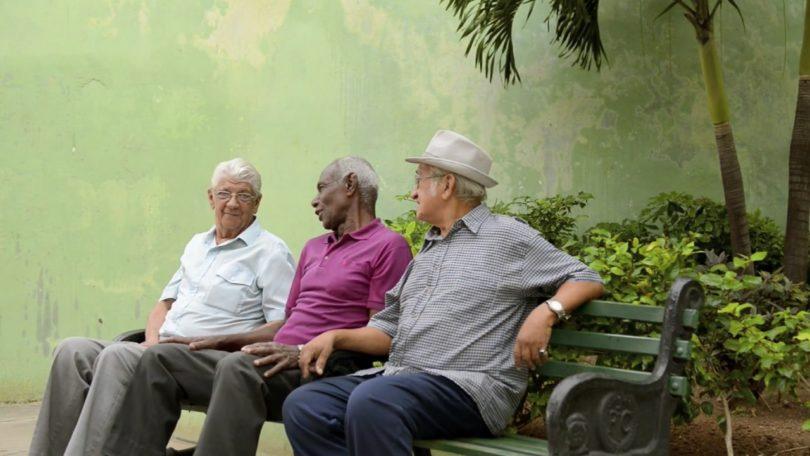 3 lansia bahagia